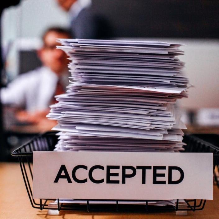 Obtener el permiso de residencia en España y su renovación. Abogados de Extranjería en Madrid.